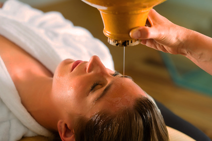 Shirodhara – Öl-Stirnguss mit Ganzkörpermassage